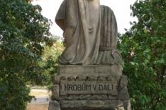 03) Hrobům v dáli v Kostomlatského sadech