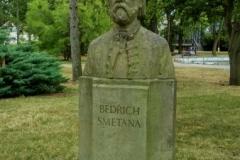 10) Bedřich Smetana – busta ve Smetanových sadech